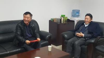 市农委袁德胜总农艺师走访慰问市农技总站专家
